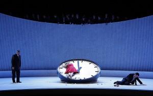 De La Traviata-productie van Willy Decker die bij De Nederlandse Opera draait, is heel modern, maar slaag goed aan (foto: Klaus Lefebvre).