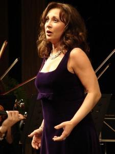 Andrea Rost tijdens een recital.