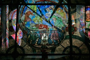 Scène uit Assassinio nella cattedrale (foto: Marco Brescia/Archivio Fotografico del Teatro alla Scala).