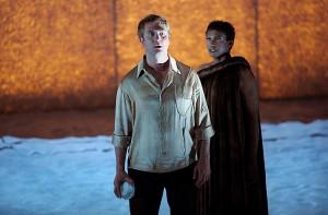 Thomas Oliemans als Adam en Claron McFadden als Eva (foto: Ruth Walz).
