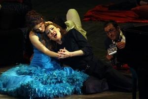 Lubica Vargicoca als Zerbinetta en Denisa Hamarova als componist (foto: Miskolci Nemzetközi Operafesztivál).