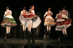 De Honvéd Dance Company bracht Hongaarse dans zoals je je dat voorstelt (foto: Miskolci Nemzetközi Operafesztivál).