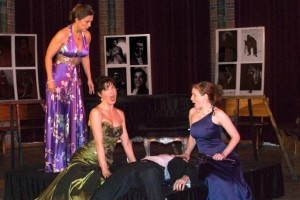 Een eerdere Opera per Tutti met links Mylou Mazali, mezzosopraan en tevens artistiek leidster (foto: Roos Westhoff).