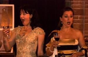 Lotte Bovi en Mylou Mazali tijdens een eerdere voorstelling van Opera per Tutti (foto: Roos Westhoff).