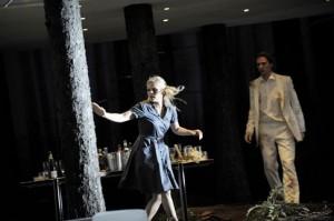 Persson als Fiordiligi en Lehtipuu als Ferrando (foto: Monika Rittershaus).