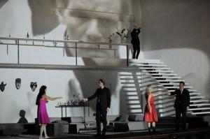 Scène uit Così fan tutte in Salzburg (foto: Monika Rittershaus).
