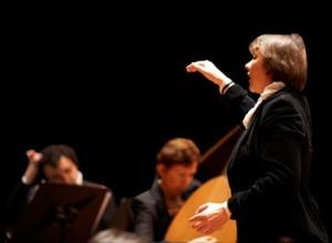 Chauvet dirigeert het ensemble van Barokopera Amsterdam (foto: Hans Hijmering).