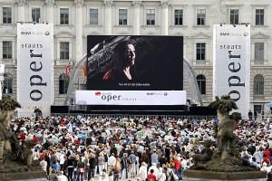 18.000 mensen volgden buiten het operagebouw Tristan und Isolde (foto: Barbara Braun).