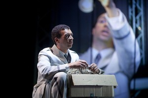 Roderick Williams als Aiden (foto: Hans van den Bogaard).