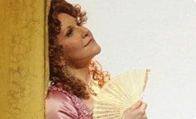 Joyce DiDonato op het promotiebeeld van de Barbiere-productie van de Met (foto: Metropolitan Opera).
