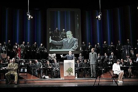 Scène uit Lohengrin (foto: Anhaltisches Theater Dessau).