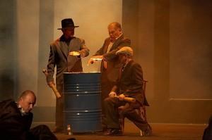 Scène uit Il Trovatore (foto: Vitali Brusinski).