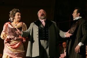 In het midden de komische Bert Simhoffer als Kálmán Zsupán (foto: Eujeniy Kulyk).