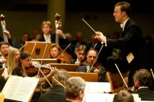 Antony Hermus is sinds 2009 Generalmusikdirektor van het Anhaltisches Theater (foto: Michael Kleinrensing).