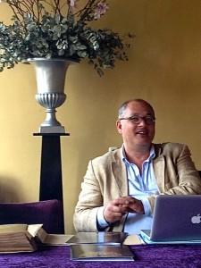 Bo van der Meulen tijdens de presentatie van het Nationaal Opera Festival.