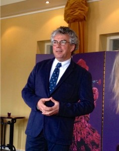 Jacob Bron, directeur van de Stadsschouwburg Velsen, is actief bij het nieuwe operafestival betrokken.