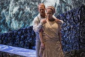 Scène met Jeroen de Vaal en Tania Kross (foto: Marco Borggreve / Nationale Reisopera).
