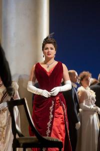 Anna Netrebko als Tatiana in Jevgeni Onjegin (foto: Ken Howard / Metropolitan Opera).