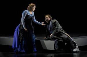 Claudia Iten als Isolde en Robert Künzli als Tristan. Foto: Marco Borggreve -  ©Nationale Reisopera 2013