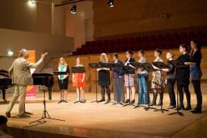 Ed Spanjaard voerde aan het einde van het ochtendprogramma samen met de zangers van de Wagner Academie de derde akte van Die Walküre uit (foto: Dré de Man).