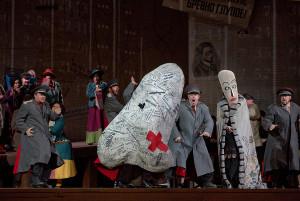 Scène uit De Neus (foto: Ken Howard / Metropolitan Opera).