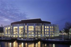 Het Muziektheater in Amsterdam heet vanaf 17 februari 2014 Nationale Opera & Ballet (foto: Edwin Walvis).