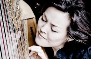 Harpiste Lavinia Meijer was één van de musici die zich dinsdagavond bij Mark Padmore voegde (foto: Marco Borggreve).