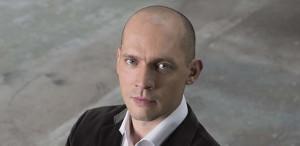 Stéphane Degout is één van de Hamlet-vertolkers in Brussel (foto: Julien Benhamou).