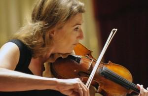 Candida Thompson, aanvoerder van Amsterdam Sinfonietta (foto: Eric Veenhuyzen).