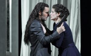 Jonas Kaufmann en Anja Harteros in La forza del destino (foto: Wilfried Hösl).