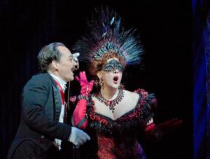 Links Christopher Maltman als de zeer overtuigende Eisenstein (foto: Ken Howard / Metropolitan Opera).