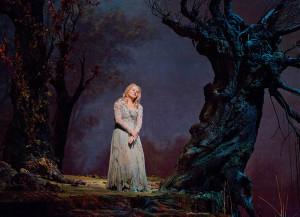 Renée Fleming als Rusalka (foto: Ken Howard / Metropolitan Opera).