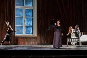 Scène uit Die Frau ohne Schatten (foto: Clive Barda / Royal Opera House).