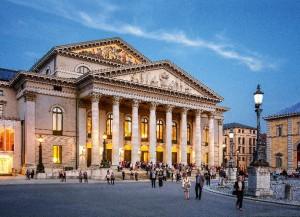 Het Nationaltheater in München, waar de Bayerische Staatsoper zijn meeste voorstellingen speelt (foto: Felix Löchner).
