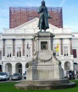 Standbeeld van componist Grétry, voor het operahuis in Luik.