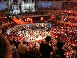 Een blik in de Royal Albert Hall tijdens een voorgaande BBC Proms (foto: Yiuchi / Creative Commons licentie).