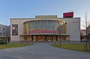 Het Schiller Theater (foto: A. Savin / Creative Commons licentie).