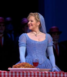 Joyce DiDonato is deze week als twee verschillende Assepoesters te zien, die van Rossini (foto) en die van Massenet (foto: Ken Howard / Metropolitan Opera).
