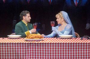 Scène met Juan Diego Flórez en Joyce DiDonato (foto: Ken Howard / Metropolitan Opera).
