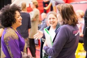 Mezzosopraan Tania Kross (links) presenteert de NTR-serie (foto: Lilian van Rooij).