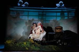 Scène uit Così fan tutte (foto: Damir Yusupov).