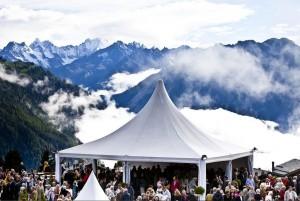 Het terras van de Salle des Combins, de grootste speellocatie van het Verbier Festival.
