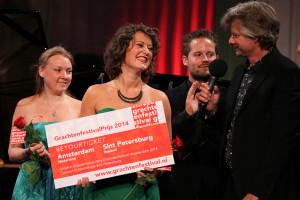 Van Sandwijk ontvangt de Grachtenfestivalprijs (foto: Jeroen van Zijp).
