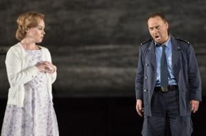 Michal Lehotsky en Charlotta Larsson (foto: Opera på Skäret).