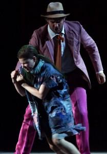 Scène met Sally Matthews als Daphne en Peter Lodahl als Leukippos (copyright foto: Karl und Monika Forster).
