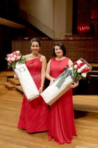 Links winnares Marlena Devoe van de Bel Canto Award, rechts winnares Anna Patrys van de eerste Elizabeth Connell Prize.