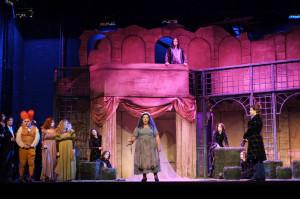 Scène uit La Cenerentola (foto: Jacky Croisier / Opéra Royal de Wallonie).
