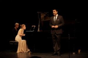 Milan Siljanov en zijn begeleidster Nino Chokhonelidze tijdens hun recital. (Foto: Hans Hijmering)