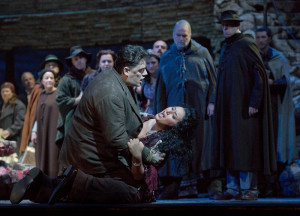 Scène uit Carmen (foto: Ken Howard / Metropolitan Opera).