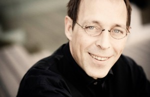 Dirigent Daniel Reuss (foto: Marco Borggreve).